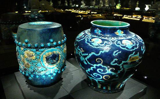 800px-China_qing_two_blue_ceramics