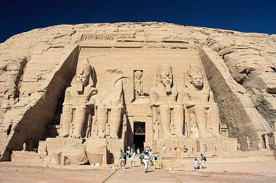 abu_simbel_ramesses_temple_front_egypt_