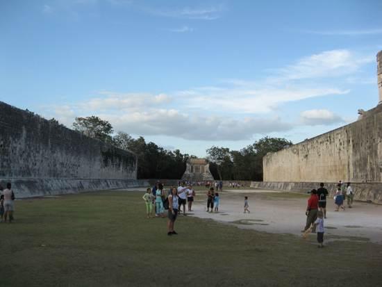 chichen-itza-great-ball-court
