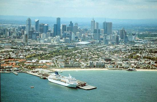 city-of-melbourne-the-city-of-gold-australia-2