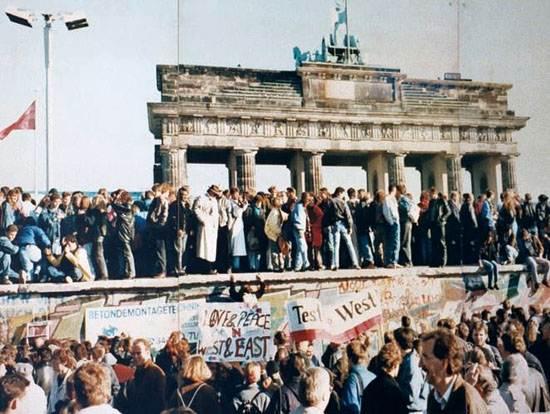 thefalloftheberlinwall-1989