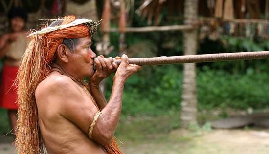 yahua_blowgun_amazon_iquitos_peru-need-to-credit-jialianggao-www-peace-on-earth-org_