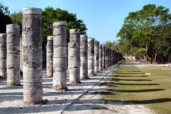 columns-in-the-temple-of-a-thousand-warriors