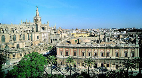 800px-Cathedral_and_Archivo_de_Indias_-_Seville