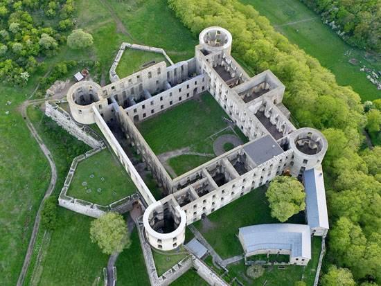 castle_ruins_borgholm_oland_sweden