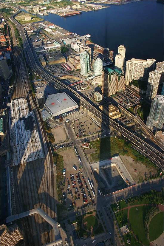 toronto-canada-the-cn-tower-11
