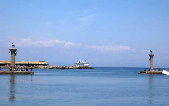 wonders-of-the-ancient-world-colossus-of-rhodes-7