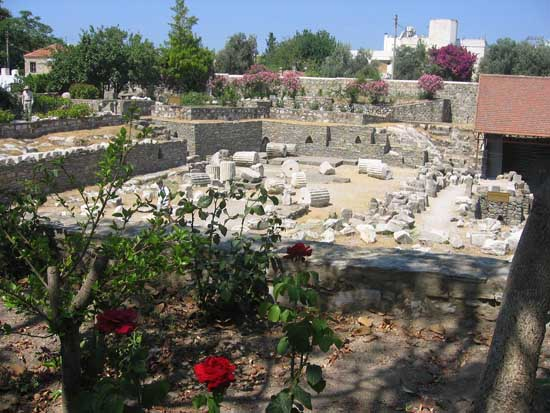 remains-of-the-mausoleum-of-halicarnassus-in-bodrum-1