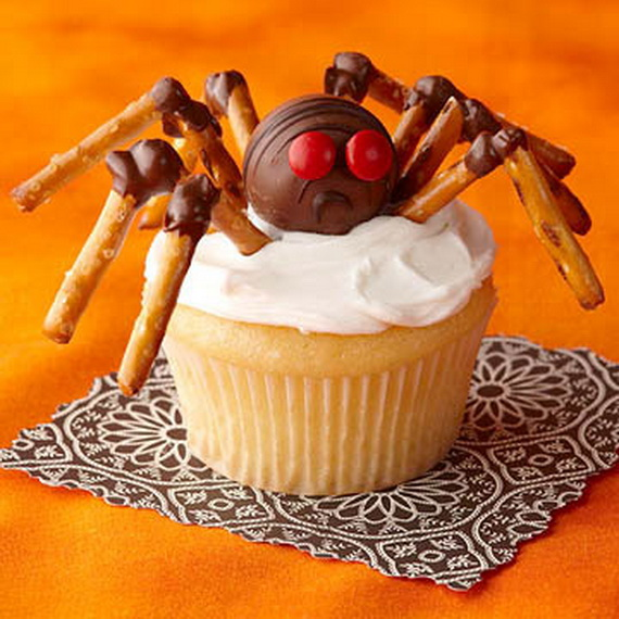 Family fun with halloween cupcakes decorating ideas for Creative cupcake recipes and decorating ideas