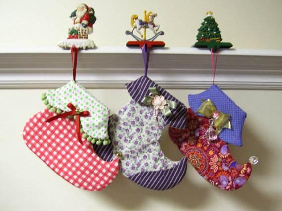 Elegant-Christmas-Stockings-Holiday-Crafts_24