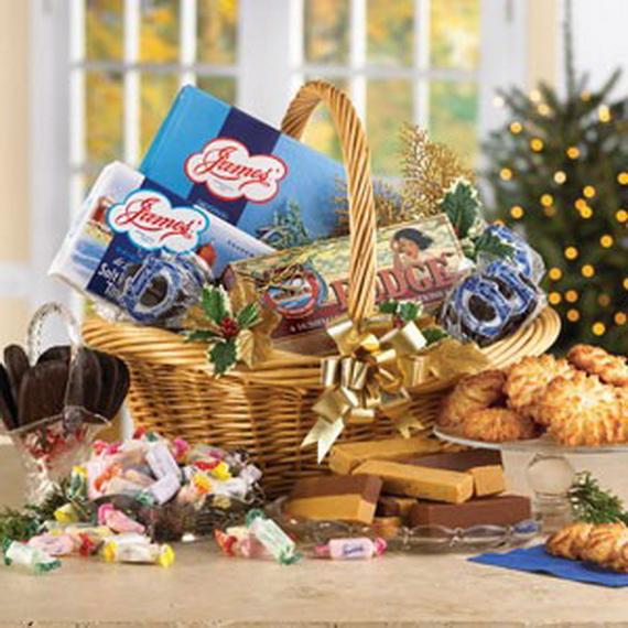 Traditional Christmas Gift Basket Idea_01