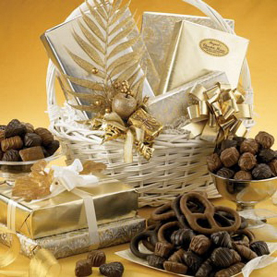 Traditional Christmas Gift Basket Idea_06