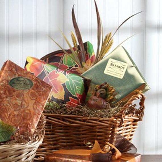 Traditional Christmas Gift Basket Idea_07
