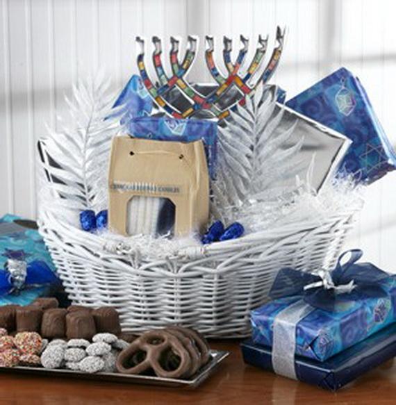 Traditional Christmas Gift Basket Idea_10