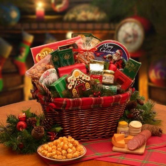 Traditional Christmas Gift Basket Idea_13