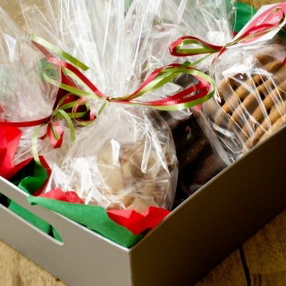 Traditional Christmas Gift Basket Idea_19