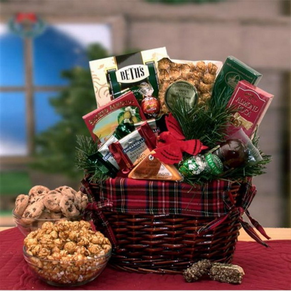 Traditional Christmas Gift Basket Idea_21