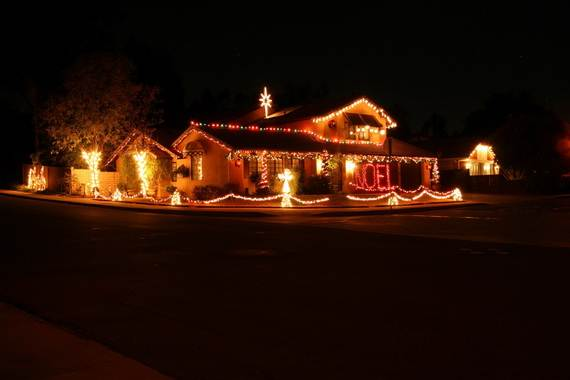 Fantastic christmas holiday lights display family for Easy christmas light ideas outdoor