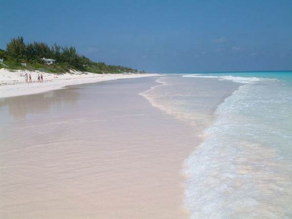 Pink-Sand-Beach-in-Harbour-Island-Bahamas-_43