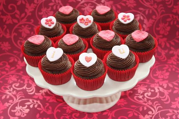 Simple Valentines Day Cake Decoration
