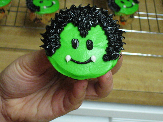 Best creative decorating ideas for halloween cupcakes - Halloween decorations for cupcakes ...
