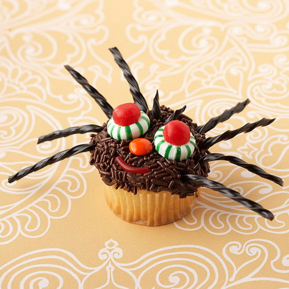 Halloween Cupcake Decorating Ideas : COOL HALLOWEEN CUPCAKE IDEAS - family holiday.net/guide to ...