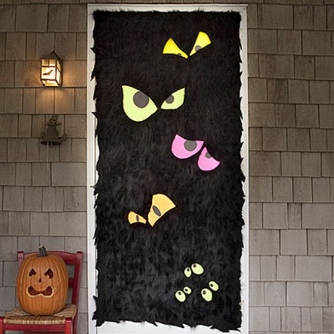 Cool-Outdoor-Halloween-Decorations-2012-Ideas_341