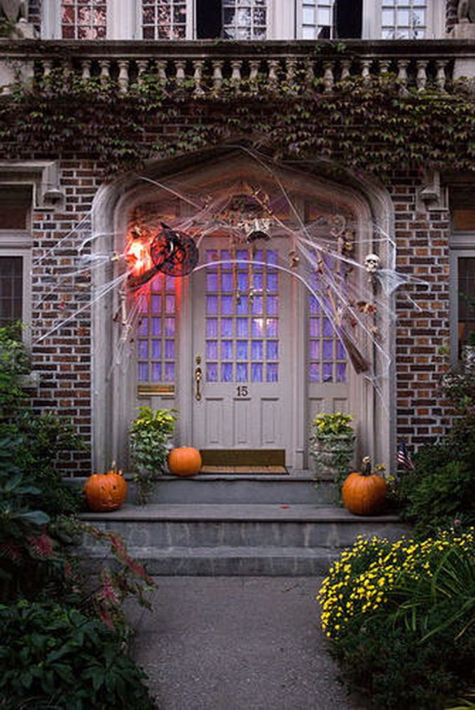 Cool-Outdoor-Halloween-Decorations-2012-Ideas_421