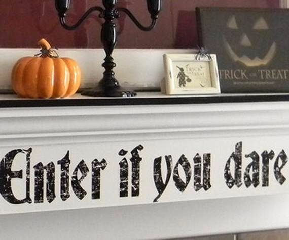 Great_-Halloween_-Fireplace_-Mantel_-Decorating_-Ideas__441