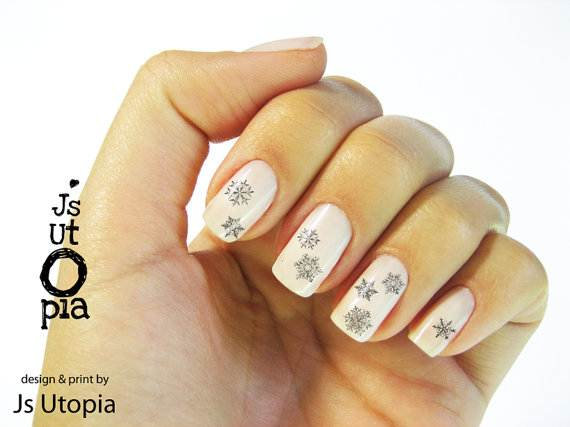 Best-Easy-Simple-Christmas-Nail-Art-designs-Ideas_27