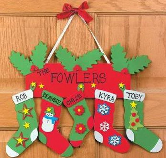 Homemade christmas door hanger decoration ideas family for Homemade christmas decorations