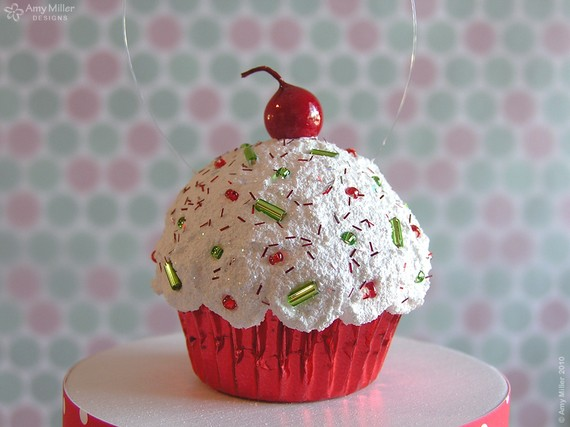 Simple And Creative Christmas Themed Cupcake Designs Decorating