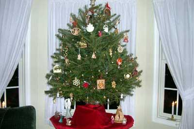 Miniature Tabletop Christmas Tree Decorating Ideas ...