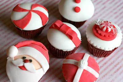 45 Easy And Creative Christmas Cupcake Decorating Ideas.