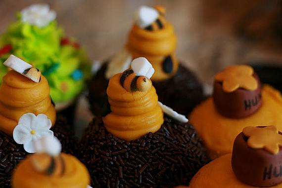 Winnie-the-Pooh-Cake-and-Cupcakes-Decorating-Ideas_32