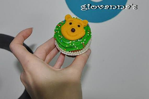 Winnie-the-Pooh-Cake-and-Cupcakes-Decorating-Ideas_36