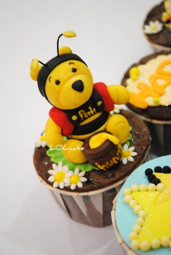 Winnie-the-Pooh-Cake-and-Cupcakes-Decorating-Ideas_46