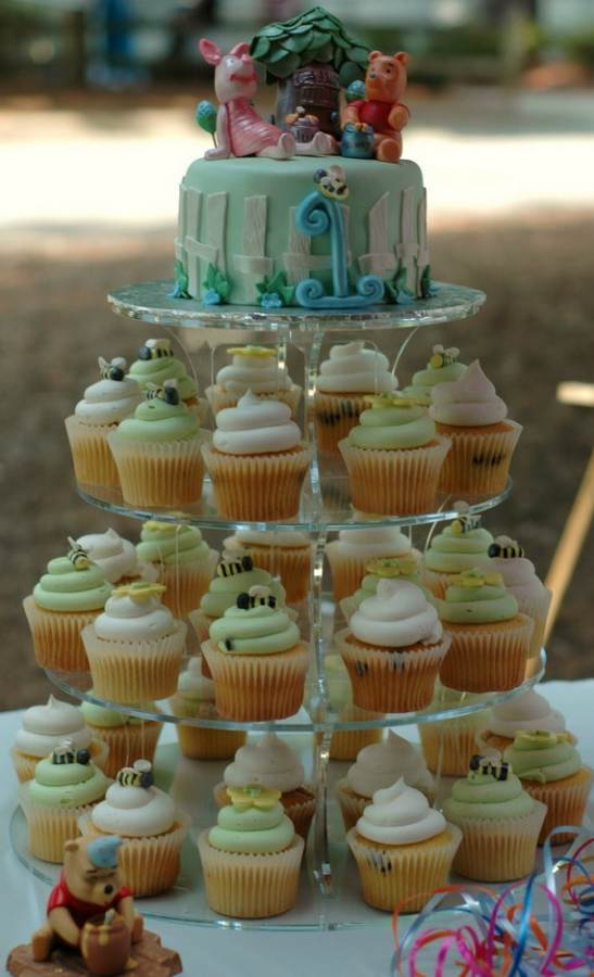 Winnie-the-Pooh-Cake-and-Cupcakes-Decorating-Ideas_51