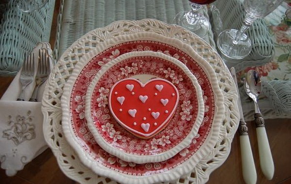 Amazing- &-Easy- Homemade- Valentine's- Day -Centerpieces- Ideas _77