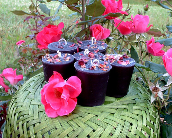 Beautiful- and -Romantic- Candle - Decorations- for- Valentine's- Day_15