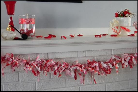 65 -Gorgeous- Valentine's- Day- Mantel- Décor- Ideas_06
