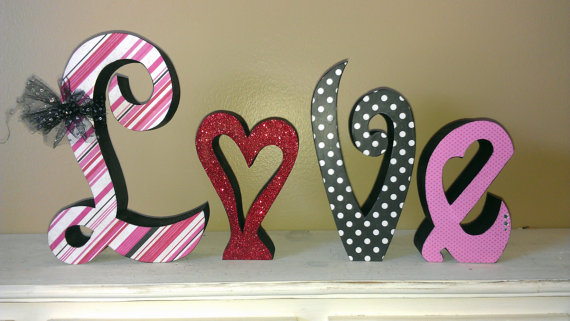 Handcrafted- Valentine's- Day- Decorations_36
