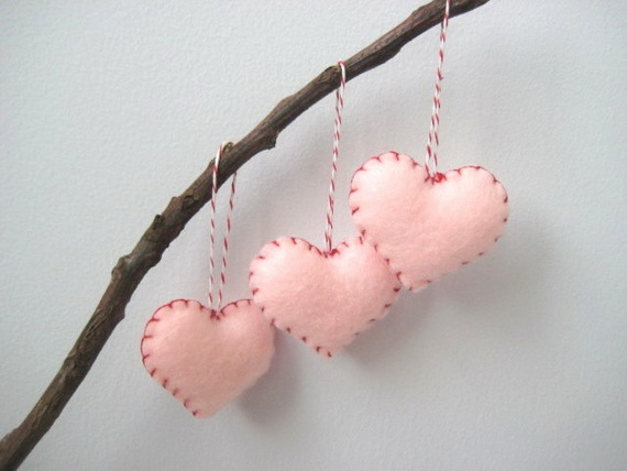 Handcrafted- Valentine's- Day- Decorations_38