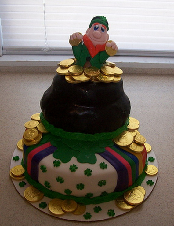 Big leprechaun and pot of gold for Irish holiday party_resize