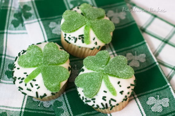 Lemon-Shamrock-Cupcakes_resize