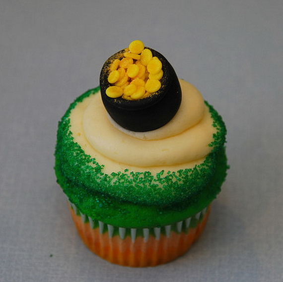 Leprechaun cupcake with pot of gold_resize
