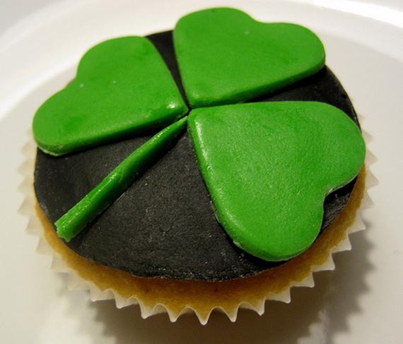 St-Patricks-Day-Shamrock-Cupcake_resize