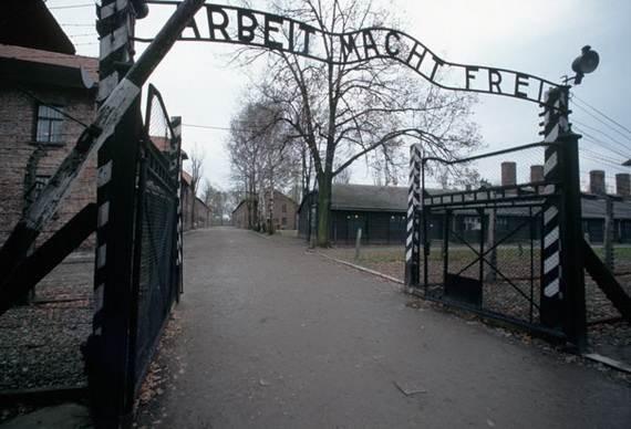 World-War-2-Holocaust-Memorial-Day-_15