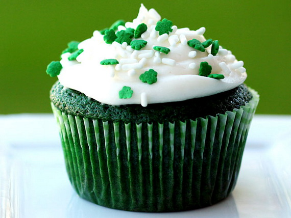 green-velvet-cupcakes_resize