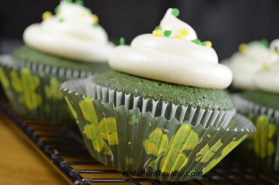 green-velvet-st-patricks-day-cupcakes_resize